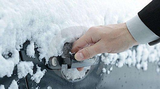Как разморозить замок в машине и гараже полезные